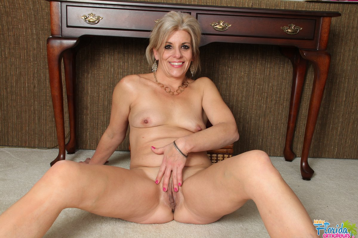 Hot milf fucked in kitched